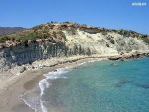 Argilos Strand: ein kleiner Golf mit Sand und Erde, der reich an Tongehalt ist