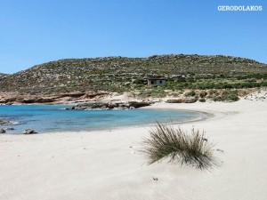 Gerontolakkos Beach: sandy & shallow blue water