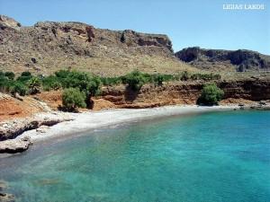 Tis lygias o Lakkos: une plage avec cailloux blancs